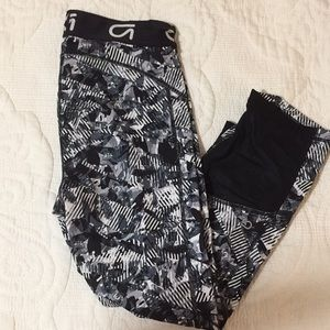 Gap gfast cropped leggings with mesh size small
